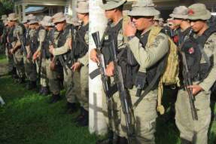 Sebanyak 300 personel Brimob Mabes Polri yang baru tiba di Poso, Sulawesi Tengah  sebelum diterjunkan dalam Operasi Tinombala 2016.