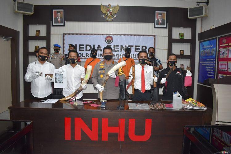 Polres Inhu saat mengadakan konferensi pers pengungkapan kasus pembunuhan gajah sumatera, Senin (3/8/2020).