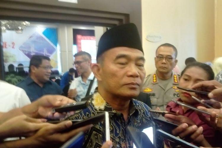 Menteri Mendiidkan dan Kebudayaan RI, Muhadjir Effendy saat diwawancarai wartawan di Ambon, Senin (30/9/2019)