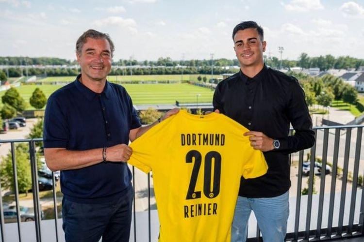 Pemain muda Real Madrid, Reinier Jesus Carvalho, resmi bergabung dengan Borussia Dortmund. Ia akan menjalani masa pinjaman di Dortmund selama dua musim hingga 30 Juni 2022.