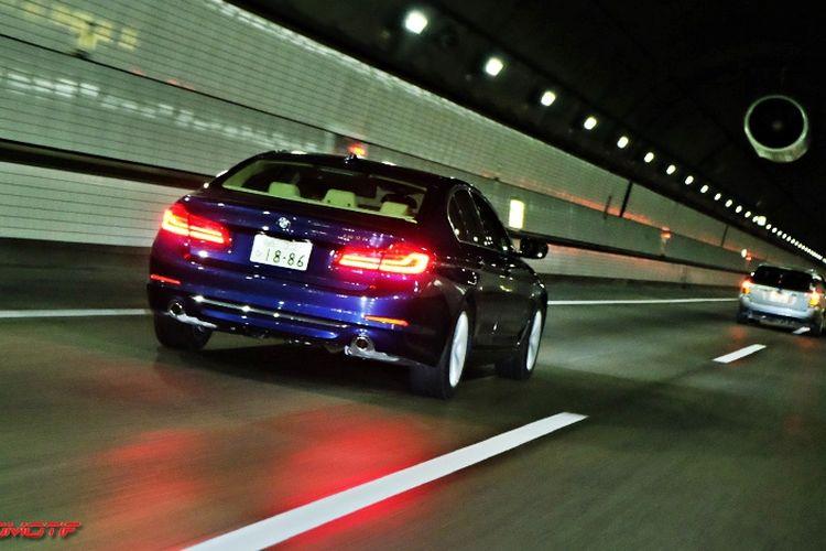 Berkendara dengan Active Cruise Control (ACC) dan Active Cruise Steering (ACS) BMW Seri 5.