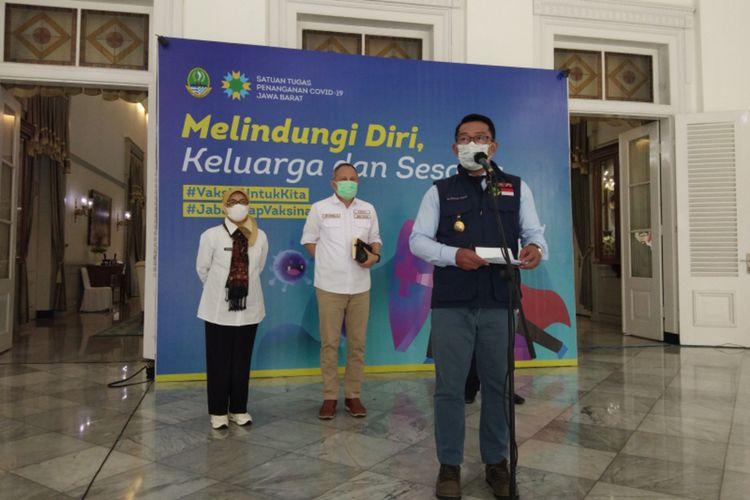 Gubernur Jawa Barat Ridwan Kamil saat memberikan keterangan soal rencana vaksinasi tahap I di Gedung Pakuan, Kota Bandung, Rabu (13/1/2021).