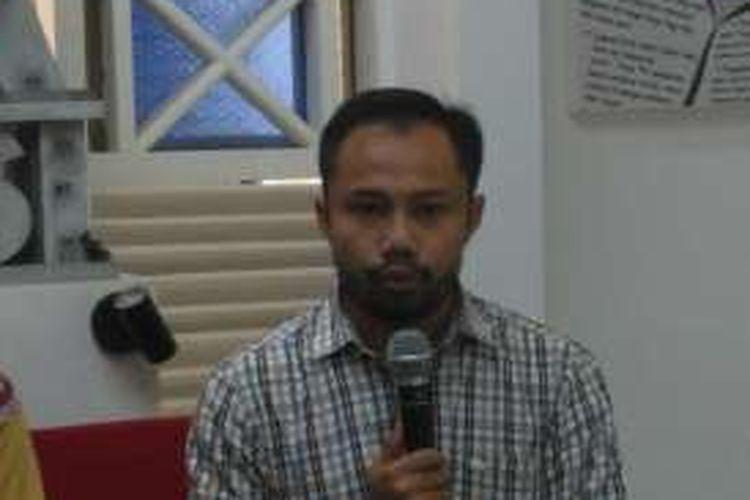 Koordinator Divisi Korupsi Politik Indonesia Corruption Watch (ICW) Donal Fariz di kantor ICW, Jakarta, Jumat (23/12/2016).
