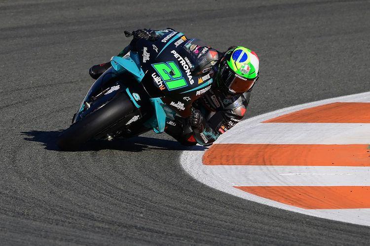 Franco Morbidelli saat berlaga di MotoGP Valencia. (Photo by LLUIS GENE / AFP)