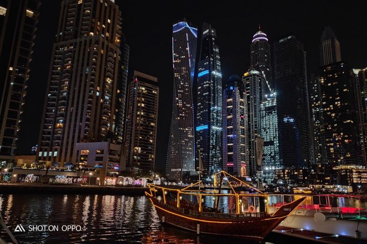 Panorama Dubai saat malam