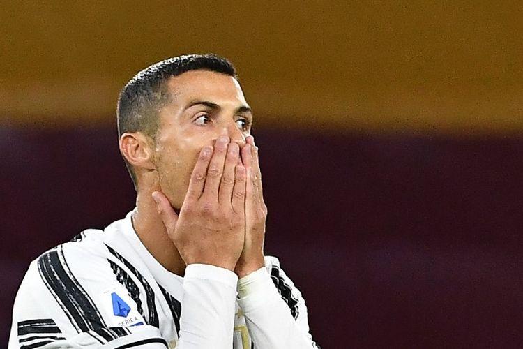 Reaksi Cristiano Ronaldo pada laga Liga Italia antara Roma dan Juventus di Estadio Olimpico pada 27 September 2020.