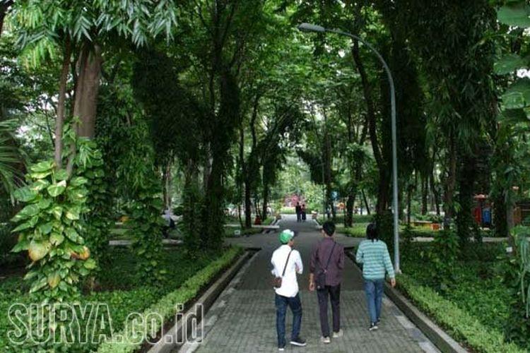 Delapan taman yang dibuka itu dalam tahap uji coba, jika pengunjung patuh prokes dan tidak ada klaster Covid-19, waktu pembukaan akan diperpanjang. Diketahui, Surabaya memiliki 39 taman aktif yang bisa dikunjungi.