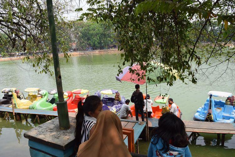Atraksi wisata air di Kampung Budaya Betawi Setu Babakan, Jakarta DOK. Shutterstock/Notara WG