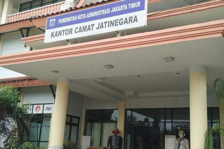 Bank DKI Kantor Kecamatan Jatinegara, Jakarta Timur, Senin (10/10/2016).