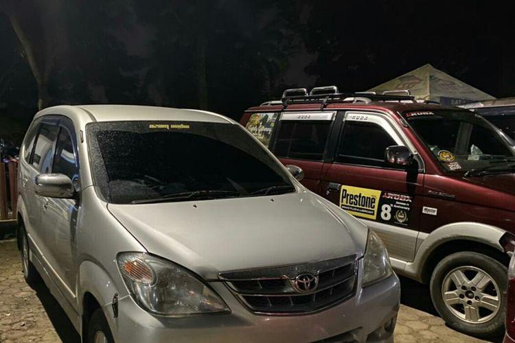 Sejumlah kendaraan travel gelap diamankan usai terjaring Satlantas Polres Cianjur, Kamis (6/5/2021) dini hari.