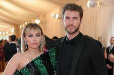 Miley Cyrus  Sudah Tak Pakai Cincin Kawin Saat Berlibur di Italia