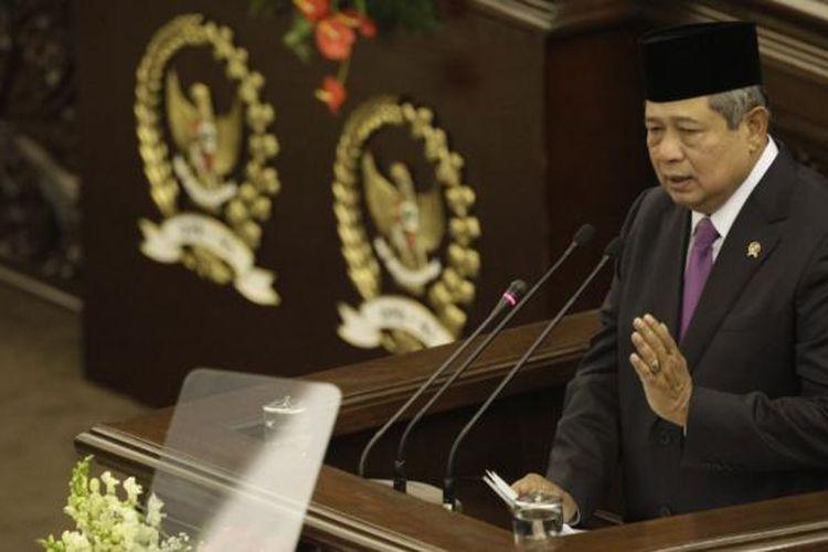 Presiden Susilo Bambang Yudhoyono memberikan pidato kenegaraan dalam Sidang Bersama DPR-RI dan DPD-RI, di Gedung MPR/DPR/DPR, Senayan, Jakarta, Jumat (15/8/2014). Dalam sidang bersama ini Presiden Susilo Bambang Yudhoyono akan menyampaikan pidato kenegaraan untuk terakhir kalinya dan dilanjutkan dengan Rancangan Undang-Undangan Anggaran Pendapatan dan Belanja Negara (RAPBN) 2015 disertai nota keuangan pada rapat paripurna pembukaan masa sidang I DPR untuk tahun sidang 2014 pada sore harinya.