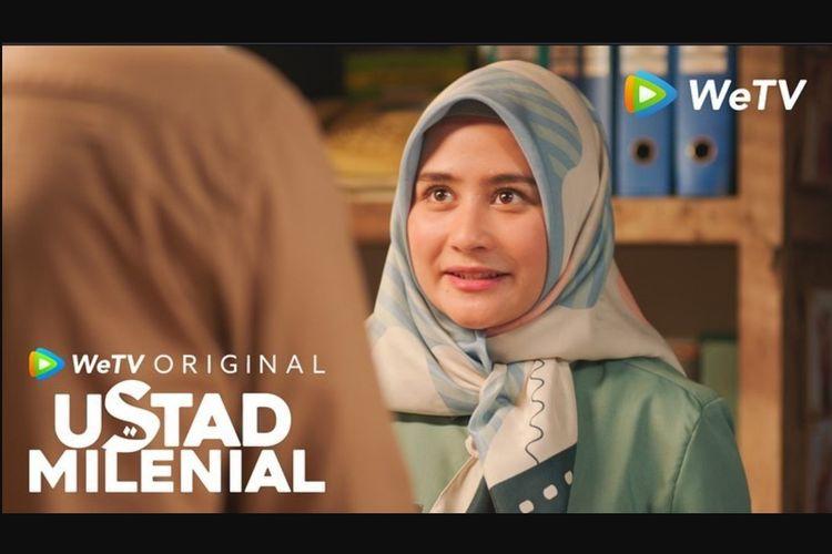 Prilly Latuconsina dalam serial drama Ustad Milenial (2021).