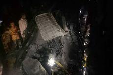 Mobil Ertiga yang Ditumpangi Satu Keluarga Terseret Kereta Api Ratusan Meter di Mojokerto