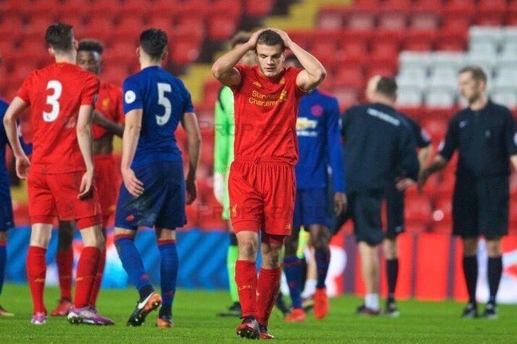 Mantan pemain akademi Liverpool, Tom Brewitt, mengaku pernah sengaja mencederai rekannya sendiri demi tampil bagi tim Juergen Klopp di Piala FA.