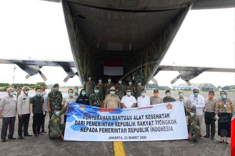 Penyerahan bantuan alat kesehatan dari China untuk penanganan Covid-19 di Indonesia.