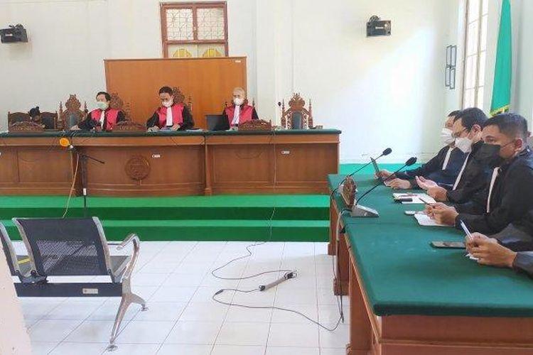 Sidang putusan Agung Sucipto di Ruang Sidang Utama Prof Harifin A Tumpa, Pengadilan Negeri Makassar, Senin (26/7/2021).