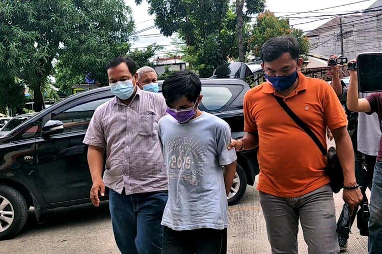 Unit Reskrim Polsek Koja telah menciduk seorang pria yang kedapatan mencuri di sebuah minimarket di kawasan Koja, Jakarta Utara yang terekam CCTV pada Kamis (19/12/2020).