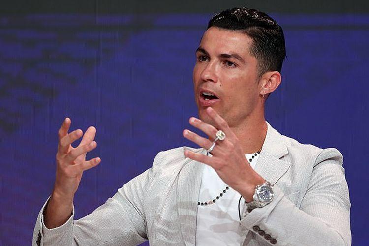 Christiano Ronaldo terlihat mengenakan arloji Rolex senilai Rp 6,9 miliar.