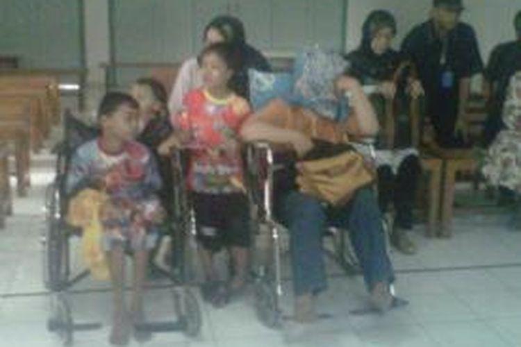 Keluarga almarhum Agus Susatyo saat berada di kamar jenazah Rs Pantirapih Yogyakarta