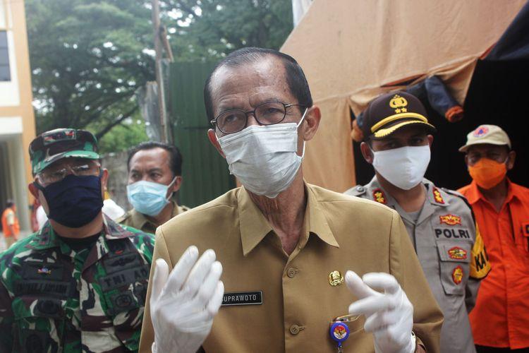 Bupati Magetan Suprawoto. Pemkab Magetan menutup sementara pelayanan DInas Koperasi dan Usaha Mikro pasca pemateri dalam kegiatan pelatihan terkonfirmasi posirif virus corona.