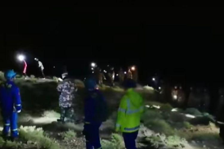 Lebih dari 1.200 penyelamat dikerahkan untuk mencari pelari ultra maraton yanag terjebak cuaca ekstrem di Yellow River Stone Forest. [SS/YOUTUBE/AL JAZEER]