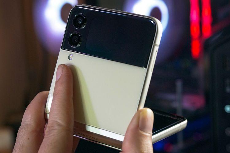 Ponsel lipat Samsung Galaxy Z Flip 3.