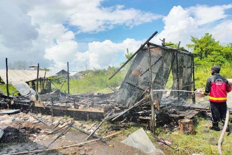 Sebuah rumah di Jalan Christopel Mihing Gang Sari Bumi, Sampit, ludes terbakar, Kamis (18/6/2020). Tidak ada korban jiwa dalam musibah ini.
