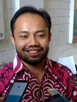 Koordinator Divisi Politik Indonesia Corruption Watch (ICW), Donal Fariz, saat memberikan pernyataan ke sejumlah media di kantor ICW, Jakarta, Rabu (8/1/2019).
