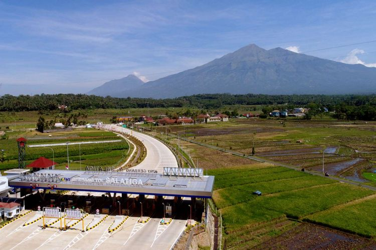 Suasana Gerbang Tol (GT) Salatiga Ruas Tol Bawen-Salatiga, Jawa Tengah, Sabtu (17/6/2017). Ruas tol ini akan dibuka secara fungsional pada H-7 hingga H+7 Lebaran.