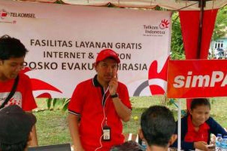 Telkomsel dukung Basarnas dalam upaya proses evakuasi pesawat dan korban pesawat AirAsia QZ8501 yang jatuh di perairan dekat Pangkalan Bun, Kalimantan Tengah.
