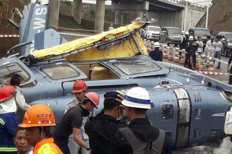 Helikopter jenis choper jatuh di Morowali, Sulawesi Selatan, Jumat (20/4/2018).
