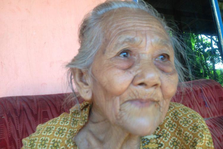 Mbah Ponco Sutiyem saat ditemui di rumahnya