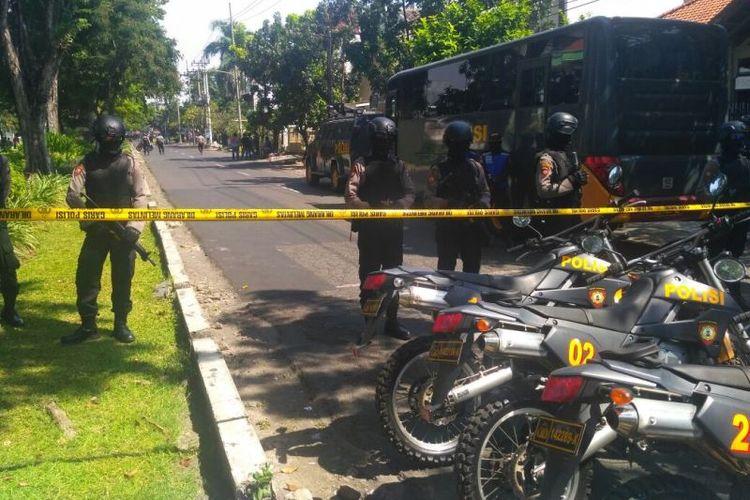 Ledakan bom terjadi di tiga gereja di Surabaya, Jawa Timur, Minggu (13/5/2018). Ledakan pertama terjadi di Gereja Katolik Santa Maria Tak Bercela di kawasan Ngagel, Gubeng, sekitar pukul 07.30 WIB.