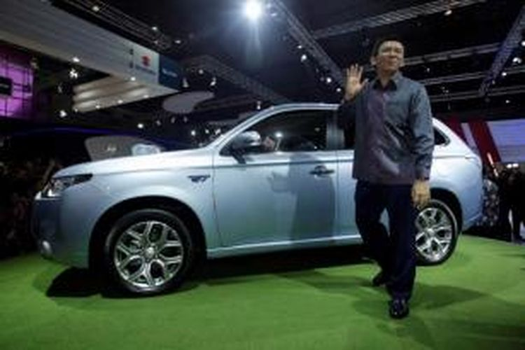 Wakil Gubernur DKI Jakarta, Basuki Tjahaja Purnama (Ahok), hadir dalam pembukaan Indonesia International Motor Show (IIMS) 2013, di Jakarta International Expo, Kamis (19/9/2013). Acara yang memamerkan berbagai produk kendaraan dari puluhan agen tunggal pemegang merek (ATPM) ini berlangsung hingga 29 September.