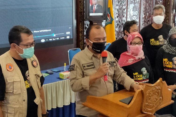 Wakil Wali Kota Tegal M. Jumadi didampingi jajarannya saat mengumunkan lonjakan kasus Covid-19, di Balai Kota Tegal, Jumat (7/8/2020)