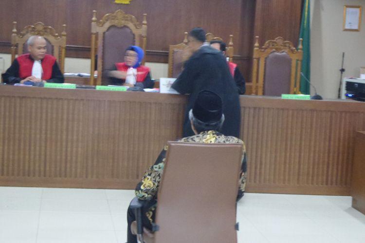 Gubernur Sulawesi Tenggara Nur Alam di Pengadilan Tipikor Jakarta, Senin (4/12/2017).