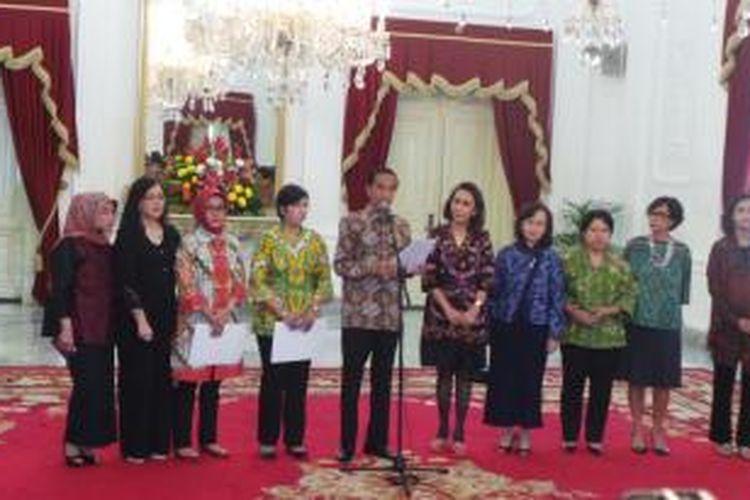 Pansel KPK menyerahkan 8 nama calon pimpinan KPK yang lolos pada seleksi wawancara akhir kepada Presiden Joko Widodo, di Istana Merdeka, Jakarta, Selasa (1/9/2015).
