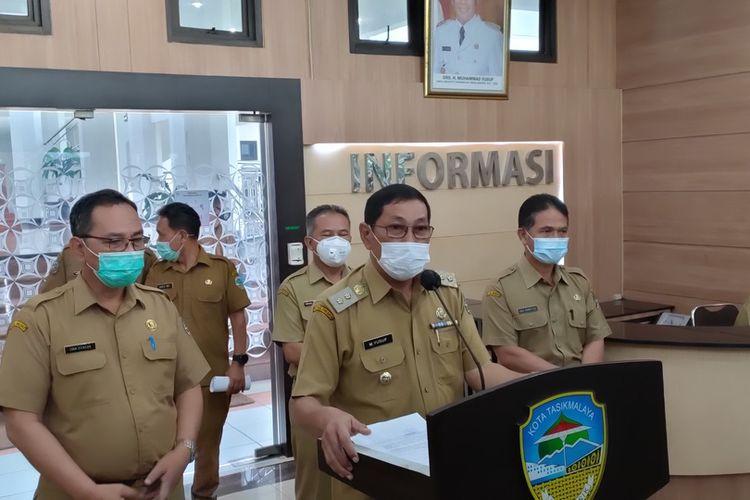 Wakil Wali Kota Tasikmalaya Muhammad Yusuf, memberikan keterangan resmi terkait kondisi pemerintahan setelah penahanan Wali Kota Tasikmalaya Budi Budiman, oleh KPK, Senin (26/10/2020).