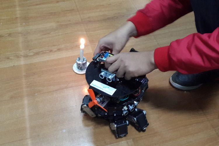 Robot rakitan Tim Robot Universitas Muhammadiyah Malang yang menjadi juara satu dalam kontes robot di Amerika Serikat, Senin (10/4/2017)
