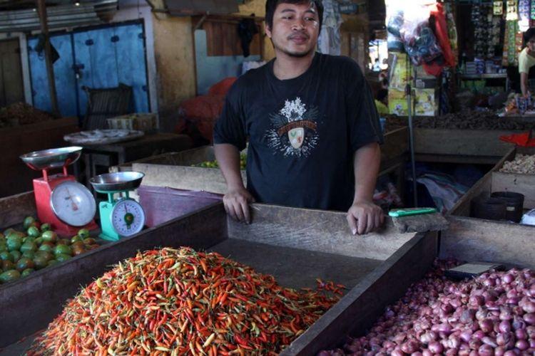 Pedagang bumbu dapur di Pasar Bersehati Manado. BPS mencatat pada September terjadi deflasi.