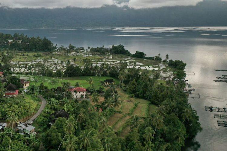 Pemandangan Danau Maninjau di Sumatera Barat.