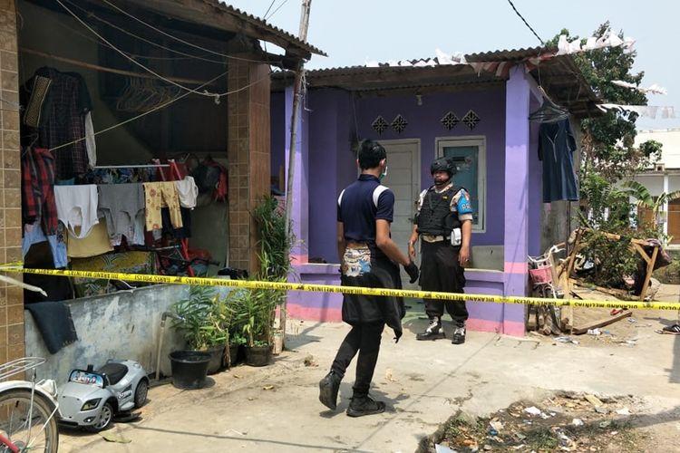 Lokasi penggerebekan terduga teroris di sebuah rumah kontrakan di Jalan Nirwana II, Desa Karang Satria, Kecamatan Tambun Utara, Kabupaten Bekasi, Senin (23/9/2019).
