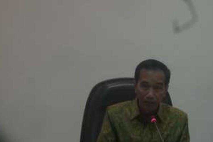 Presiden  Joko Widodo saat memimpin rapat terbatas tentang Dana Alokasi Khusus di Kantor Presiden Rabu (11/5/2016).
