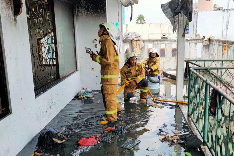 Sebuah rumah di Komplek Polri Ragunan di Jalan R. RT.10 RW 06, Ragunan, Pasar Minggu, Jakarta Selatan terbakar pada Rabu (25/11/2020).