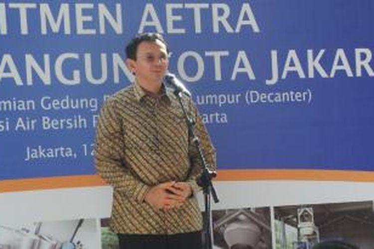 Gubernur DKI Jakarta Basuki Tjahaja Purnama saat memberi sambutan dalam peresmian gedung teknologi pengolahan lumpur (Decanter), di Instalasi Pengolahan Air (IPA) Pulogadung, Jakarta, Selasa (12/5/2015).