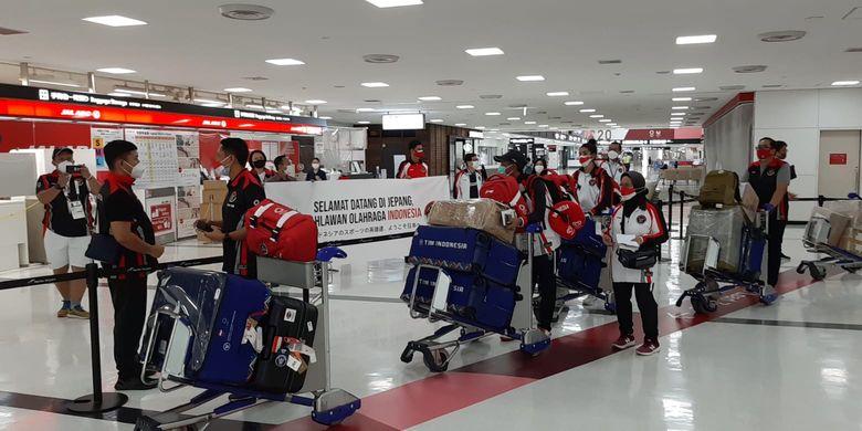 Lalu Muhamad Zohri dan Alvin Tehupeiory bersama rombongan disambut saat tiba di Jepang untuk tampil pada Olimpiade Tokyo 2020.