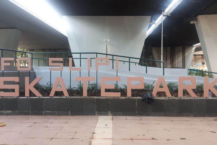 Taman skateboard di kolong flyover Slipi Petamburan, Tanah Abang, Jakarta Pusat. Foto diambil Senin (17/12/2018).