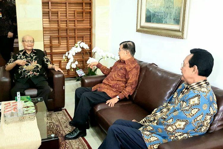 Wakil Presiden Jusuf Kalla beserta Gubernur DI Yogyakarta bersilaturahim ke rumah Buya Syafii Maarif