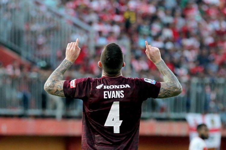 Bek PSM Makassar asal Australia, Aaron Evans.
